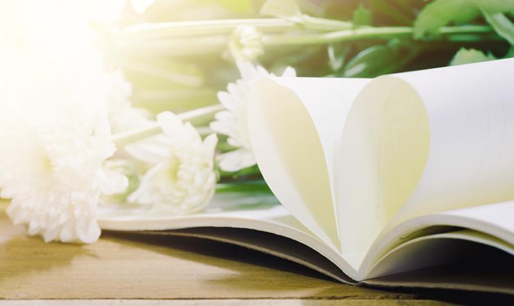 ハートのメッセージと花