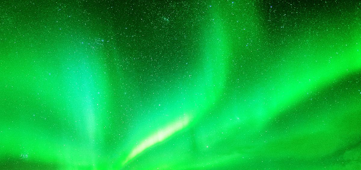 オーロラのような緑の光
