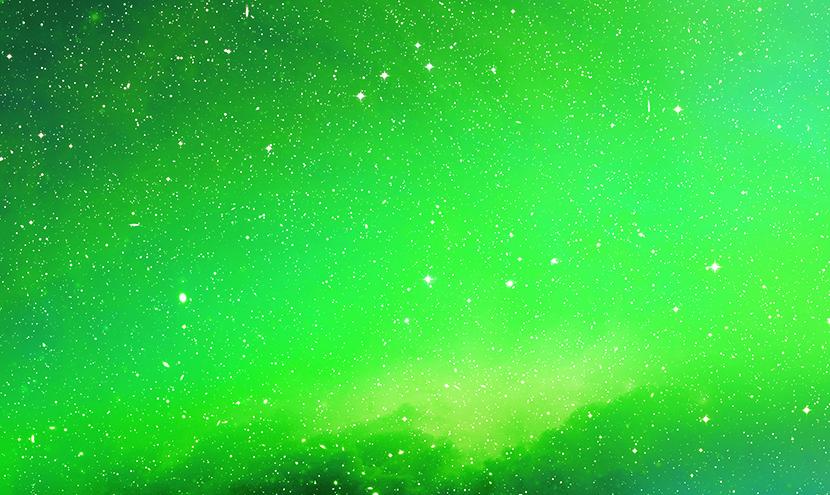 宇宙に輝く緑の光